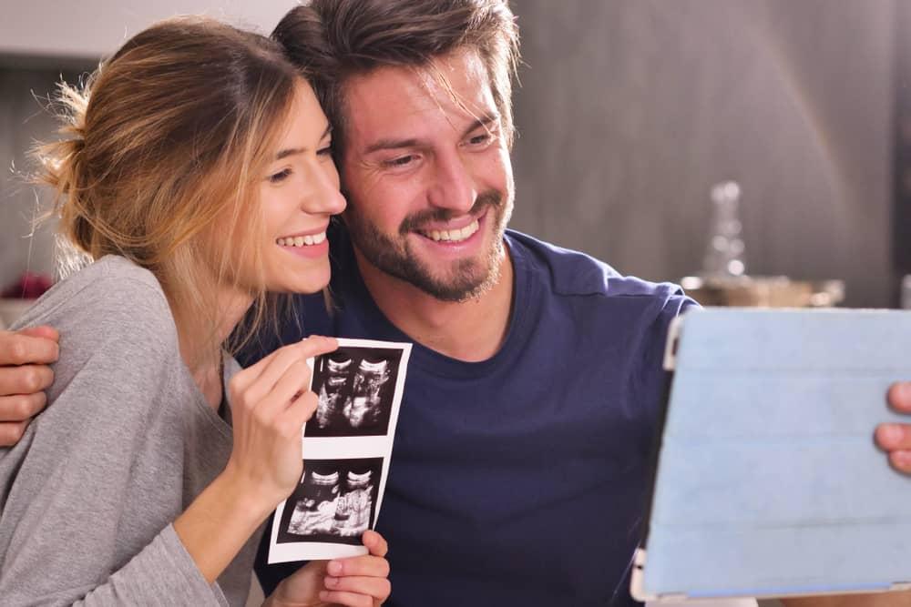 夫婦在視頻通話中宣布懷孕